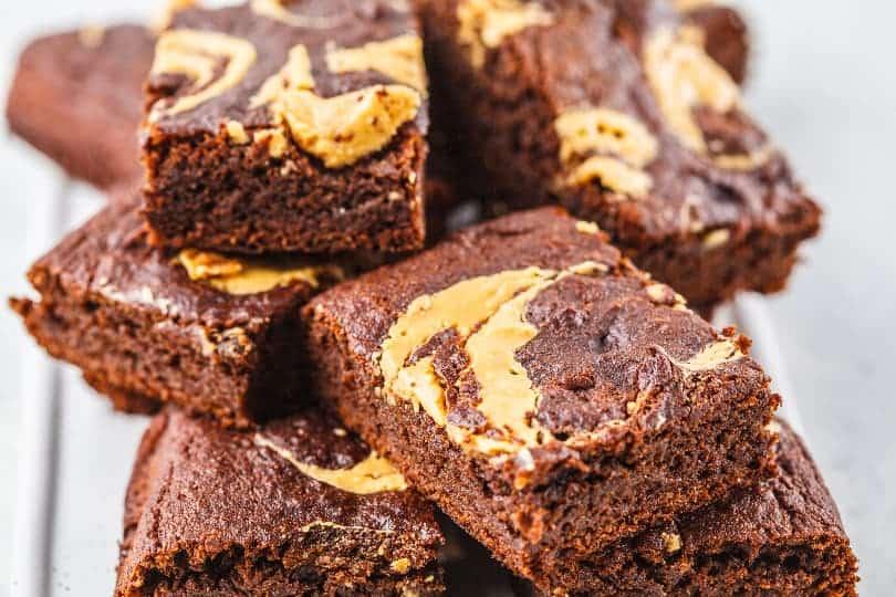 Čokoladni browniji z arašidovim maslom
